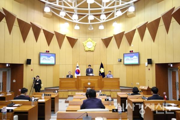 구로구의회 본회의장.