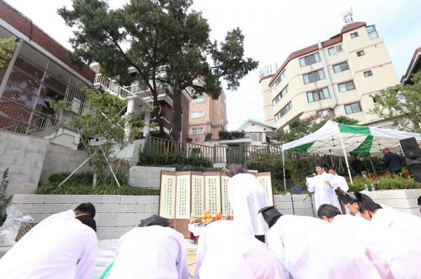 구로구에서 지난해 개최된 가리봉동 측백나무 제례 자료사진.